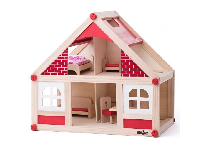 Дървена къща с аксесоари и две кукли