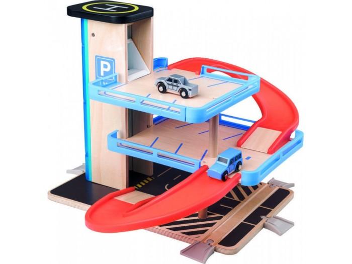 Дървен паркинг с асансьор и две колички