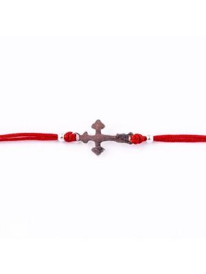 Сребърна гривна с червен конец - Кръст и включено гравиране