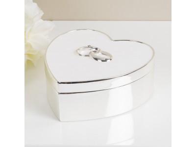 Кутийка за сватбени пръстени със сребърно покритие във формата на сърце