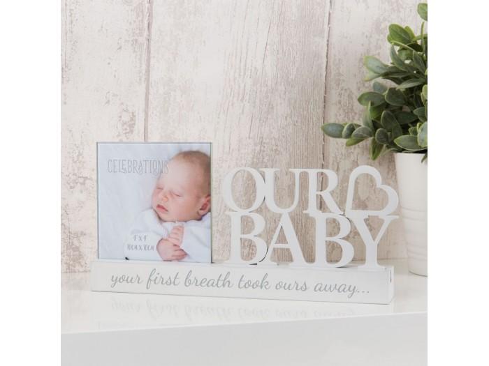 """Очарователна рамка за снимка с размер 10х10см с бяло изрязан надпис """"Нашето бебе"""""""