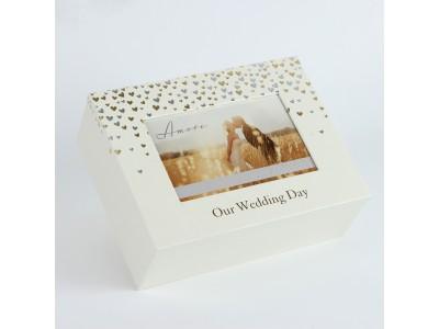 Красива кутия за спомени с малки сърца